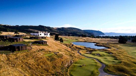 The Kinloch Club Lodge overlooking the golf course and Lake Taupo