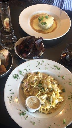 Messancy, Belgia: Parmentier de canard au foie gras et à la truffe, et pâtes carbonara