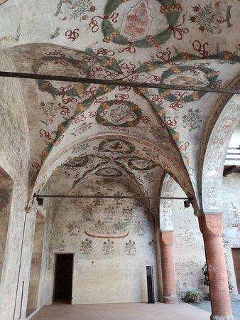 Castello di Roccabianca: Porticato affrescato