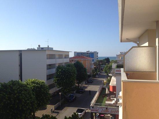 Hotel Garnì Losanna: Blick vom Balkon in Richtung Strand
