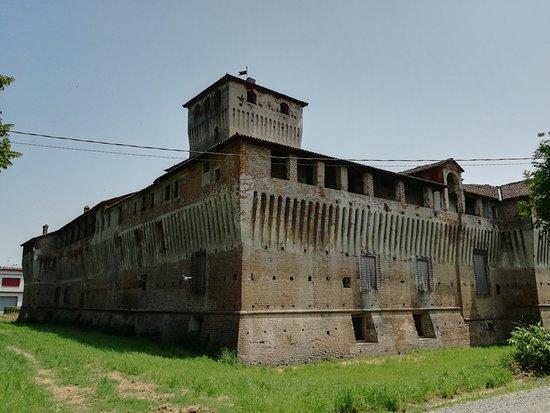 Castello di Roccabianca: La rocca nella parte posteriore