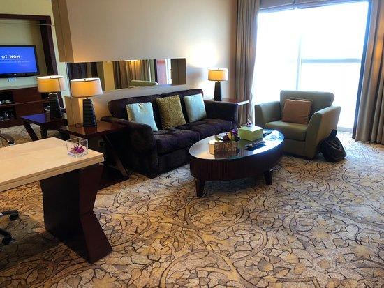 Dusit  Thani Dubai: Lounge Area of Room