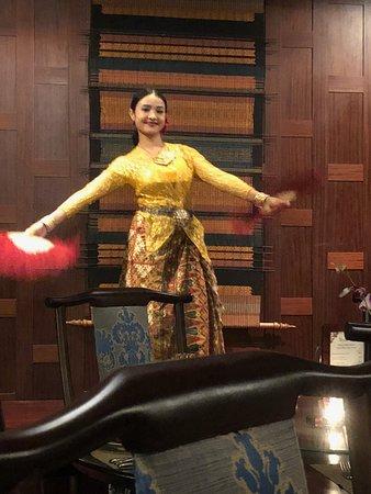 Dusit  Thani Dubai: Benjarong Entertainment