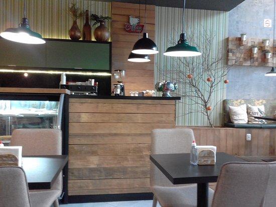 Bergamota Cafeteria: Vista parcial interna