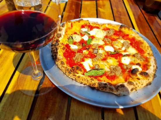 Norman Hardie Winery and Vineyard : Ah.....those pizzas........