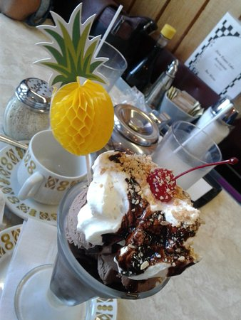 Fraser Lake, Canada: Banana Split and a Chocolate Sundae yummm what else is there to say!