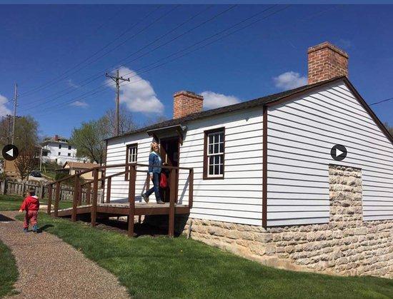 Mark Twain Boyhood Home and Museum: Tom Sawyers cabin