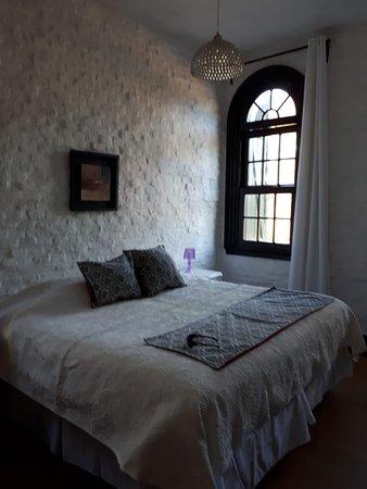 Santoral Restaurant y Posada: Habitación de la posada Santoral, con vista al mar.