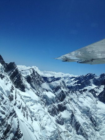 Air Safaris: Flying over the mountain