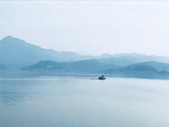 Chengdu Bamboo International Tours: Mystical magical Yangtze