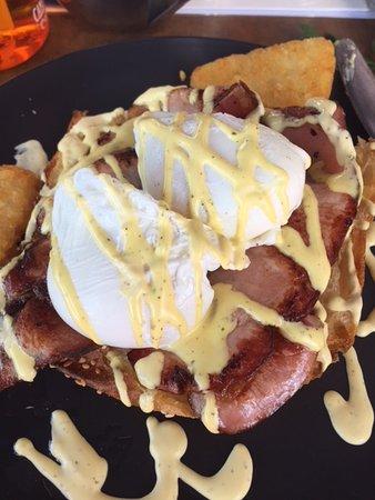 Bundall, Australia: Eggs Benedict with Bacon