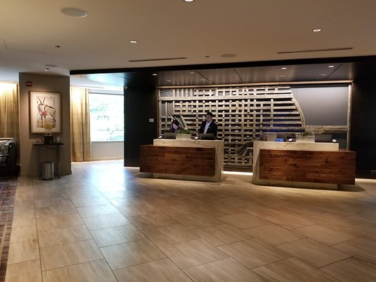 Excellent hotel in the heart of the Magnificent Mile!