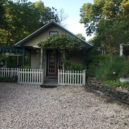 Rock Cottage Gardens Bed & Breakfast Inn: photo0.jpg