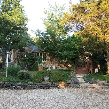 Rock Cottage Gardens Bed & Breakfast Inn: photo1.jpg