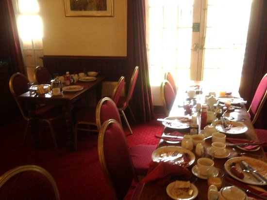 Littledean, UK: The breakfast room at The Belfrey Hotel, with no clean or cleared tables