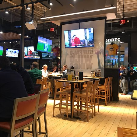 Watchung, Νιού Τζέρσεϊ: Buffalo Wild Wings Grill & Bar