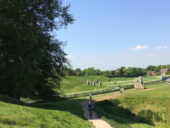Mad Max Tours: Avebury stonecircle. Big area with an inner and outercircle with many stones. Impressive.