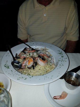 Windsor, Нью-Йорк: seafood over pasta