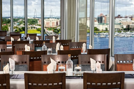 Holiday Inn Charleston Riverview: Restaurant