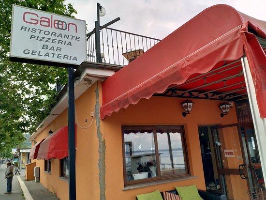 Galeon: Lakeside restaurant