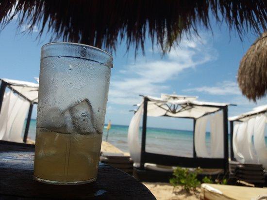 Ocean Riviera Paradise: Drinque e mar