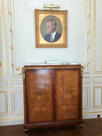 Ritz Paris: Windsor Suite furniture and painting