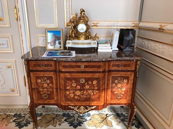 Ritz Paris: Windsor Suite Beautiful furniture and wall molding details