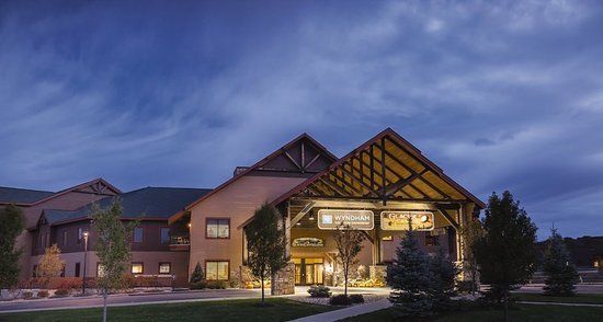 Wyndham Vacation Resorts at Glacier Canyon: Exterior