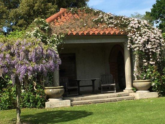 Hole Park Gardens: The Park