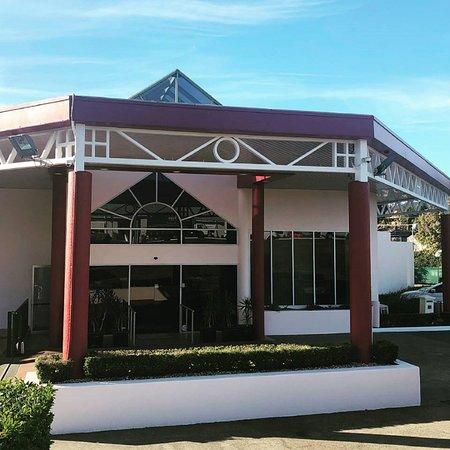 Casula, Australien: Front of Hotel