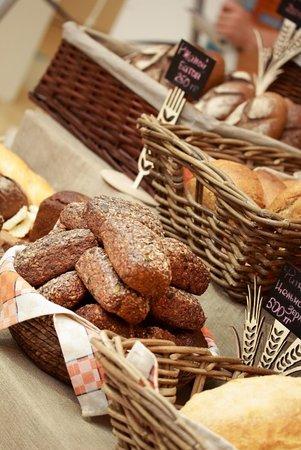 Cafe Plus: У нас очень вкусный хлеб! Мы печём его в собственной пекарне!
