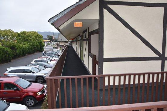 Pea Soup Andersen's Inn: Andersen's Walkways