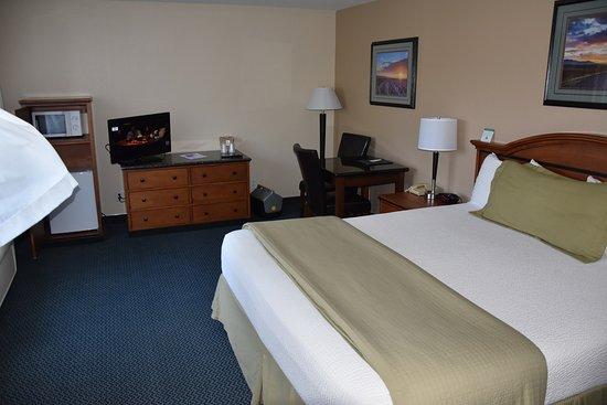 Pea Soup Andersen's Inn: Typical Room is VERY Clean