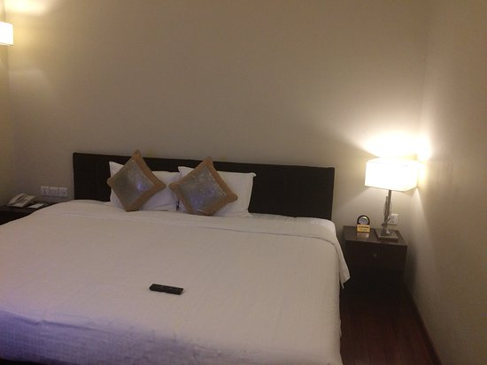 Sunline Hotel: smelt really bad