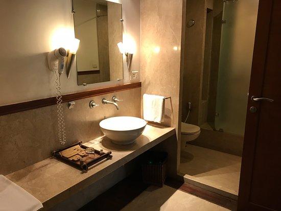 Vedic Village Spa Resort: Second bathroom within 2 bedroom suite