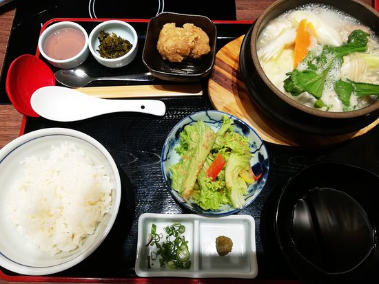 Izakaya Hanazen: Collagen hot pot. Not recommended.