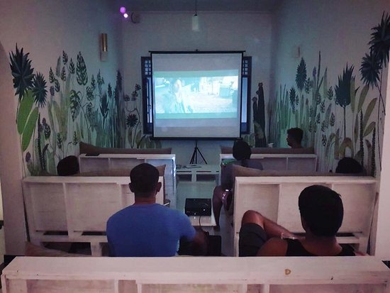 Bed & Bicycle Hostel: Movie Night!