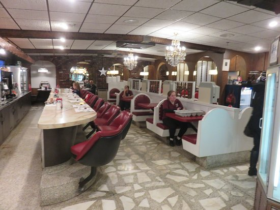 Hillsborough, NJ: counter and booths