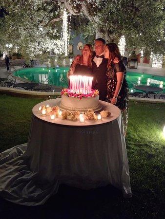 I Giardini dell'Erbavoglio Sala Ricevimenti Sharing: Per il compleanno di Nicola: una torta con 50 candeline rosse