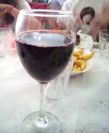Alistrati, Grécia: Κρασί χύμα ημίγλυκο (στην υγειά μας βρε παιδιά)