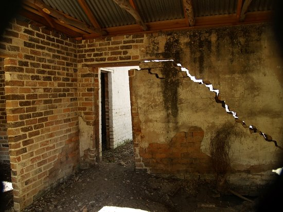 Joadja Creek, Australia: Restoration of building, a work in progress.