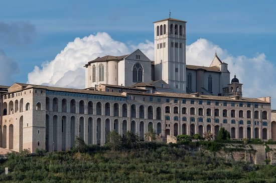 Basilica Papale e Sacro Convento di San Francesco d'Assisi: view from the valley focussed on the duomo
