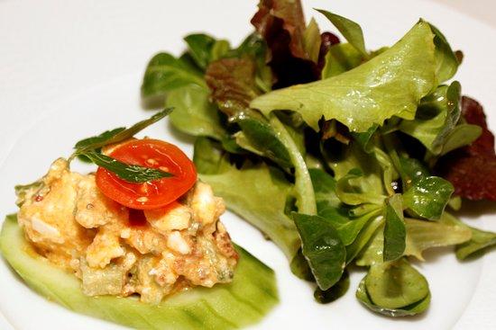 """Schlitters, Αυστρία: Vorspeise aus unserem Geniesser Menü """"marinierter Feta Käse"""""""
