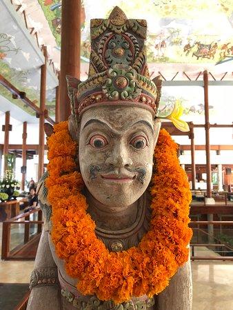 Melia Bali: Statue in foyer