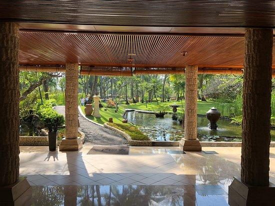 Melia Bali: Looking to garden from El Patio Restaurant