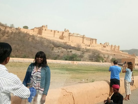 Jaipur District, Indien: Our Travellers at amber fort view