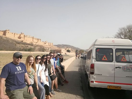 Jaipur District, Indien: Our Travellers with our tempo travellers