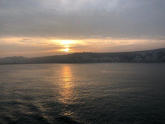 The White Cliffs of Dover: Auf Wiedersehen und gute Nacht, White Cliffs of Dover!