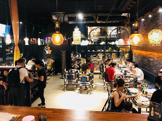 Chilliesine Indian Restaurant - Hsinchu: 1st day very busy @ Chillies Indian Restaurant Hsinchu淇里思印度餐廳新竹