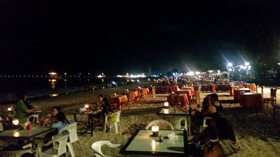 Ganesha Cafe: SEATINGS ARRANGEMENT ON BEACH
